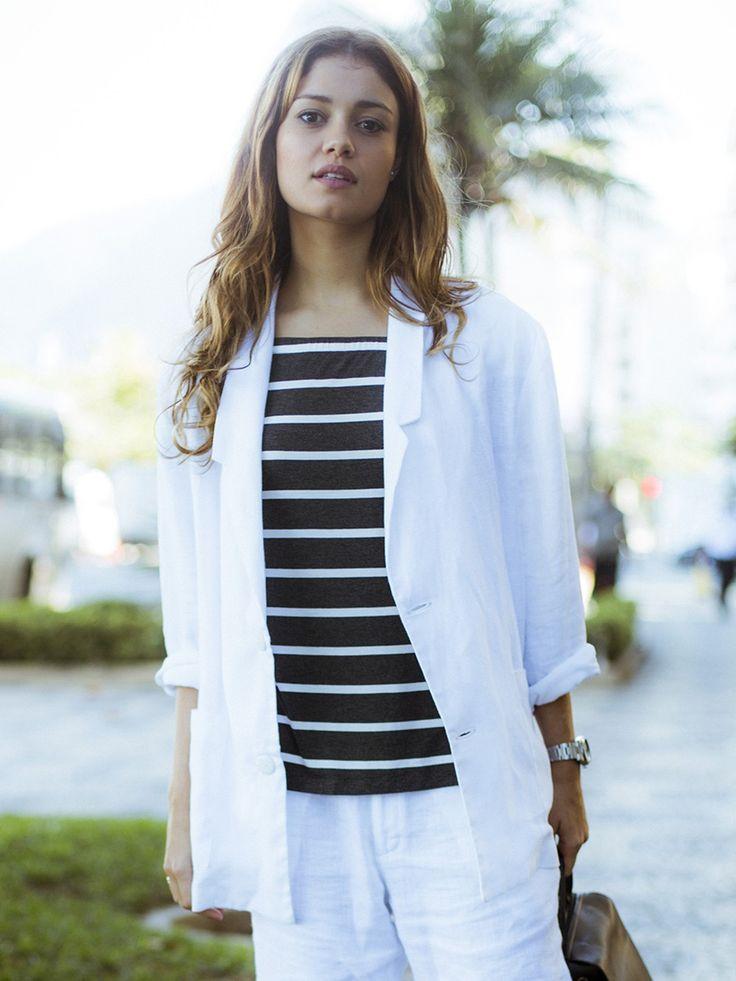 Alice aposta em blazer branco e deixa a produção mais social [Foto: Raphael Dias/Gshow]