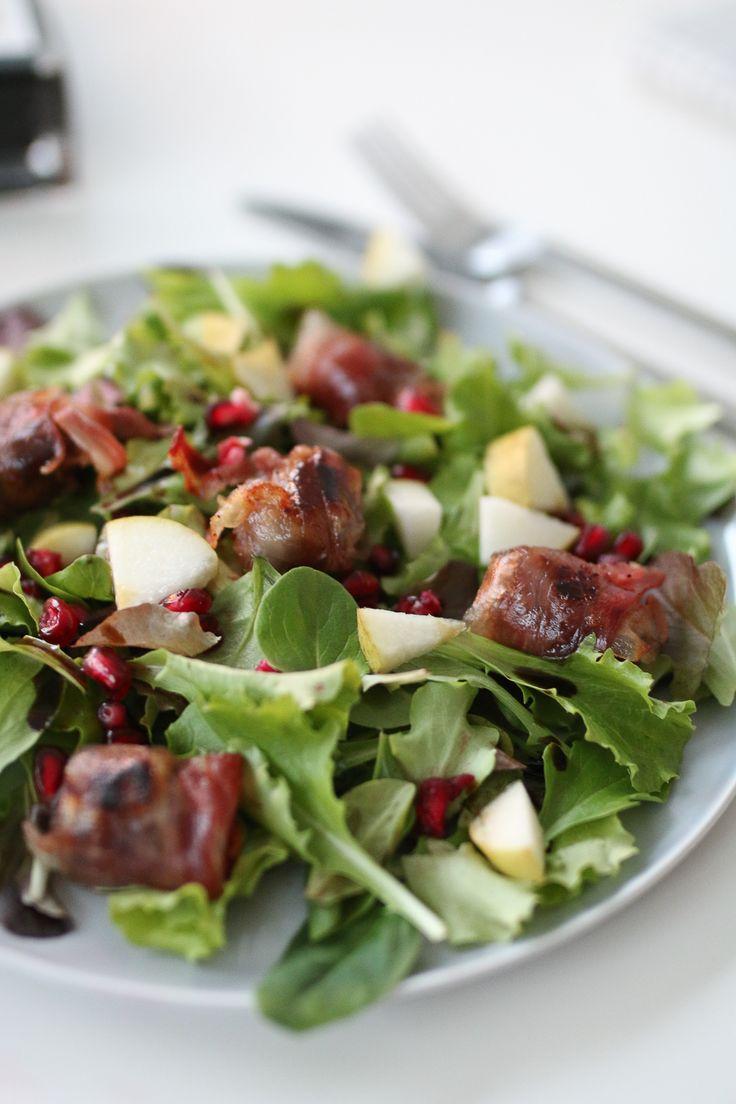Rezept für einen winterlichen Salat mit Feigen in Speck und Honig-Birnen-Dressing mit Rewe Feine Welt