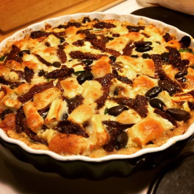 Vegetarisk paj med chevré, soltorkade tomater, oliver och spenat - Mitt kök