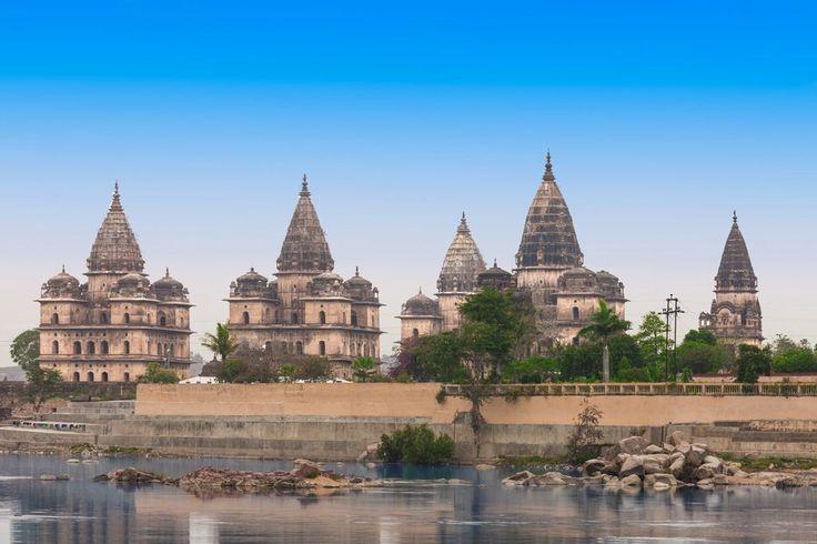 """Que votre envie de visiter l'Inde et le Népal soit ancrée depuis vos années """"hippies"""" ou que vous soyez simplement à la recherche de la combinaison parfaite entre deux destinations, associer l'Inde au Népal est une équation au résultat magique.  http://www.tanirikka.com/voyage-prive/la-vallee-du-gange-sacre-khajuraho-varanasi-et-extension-au-nepal/"""