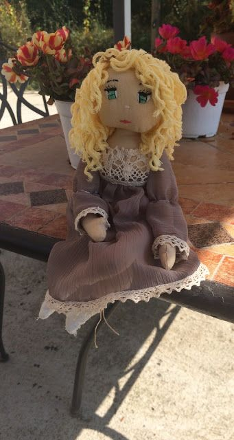 Fili e Gomitoli: Shabby chic doll with embrodery eyes.