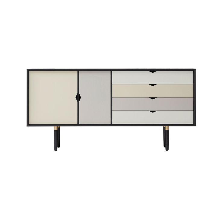 Andersen Furniture - S6 Sideboard, Eiche schwarz lackiert/ Fronten silver (silber weiß), doeskin (beige), iron (metallgrau) Jetzt bestellen unter: https://moebel.ladendirekt.de/wohnzimmer/schraenke/sideboards/?uid=2d15bb7d-7611-5b10-b49f-b2971a0fb091&utm_source=pinterest&utm_medium=pin&utm_campaign=boards #schraenke #wohnzimmer #sideboards