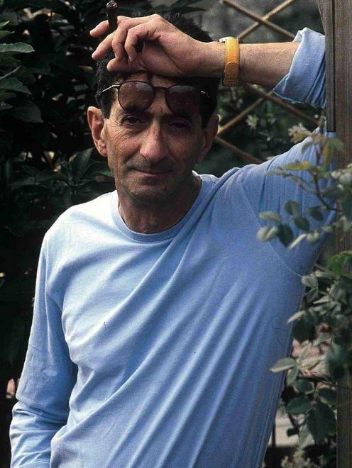 Lo scrittore Maurizio Maggiani lo conosceva personalmente: «È sempre stato in prima fila per la pace e per il dialogo, un socialista nel senso più nobile»