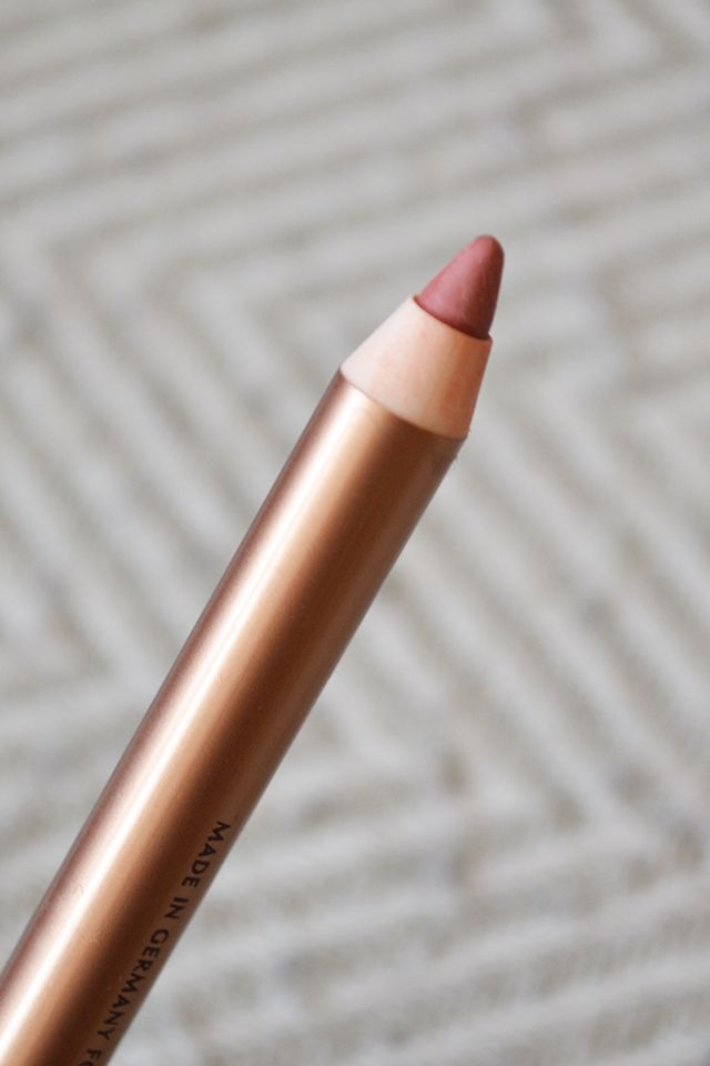 BEAUTY: Charlotte Tilbury Lip Cheat in Pillow Talk - the perfect nude liner for that Kylie Jenner look?