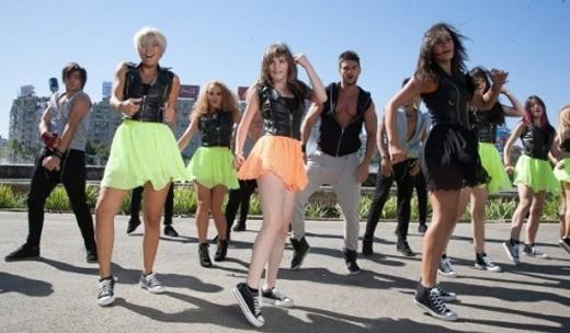 Lala Band - Dance Dance Dance    LaLa Band, tru http://www.emonden.co/videoclipuri/videoclip-lala-band-dance-dance-dance
