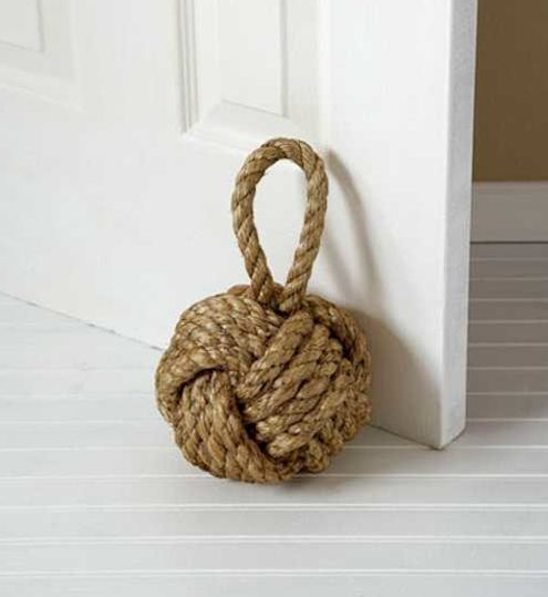 "A rope doorstop! 20 ""Why Didn't I Think of That"" Ways to Decorate with Rope #clever"