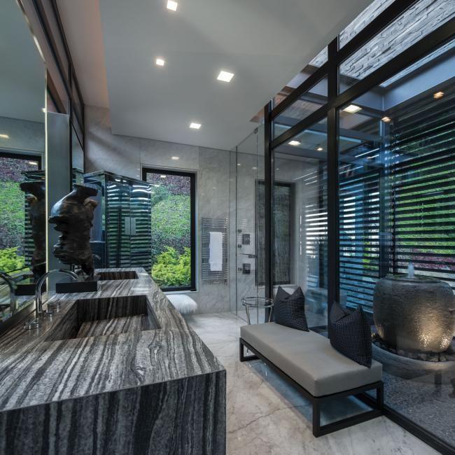 Великолепная частная резиденция расположена на склоне холма в окружении деревьев. Из ее окон открывается потрясающий вид. Этот роскошный дом построен в городе Сан-Педро-Гарса-Гарсия, административном…