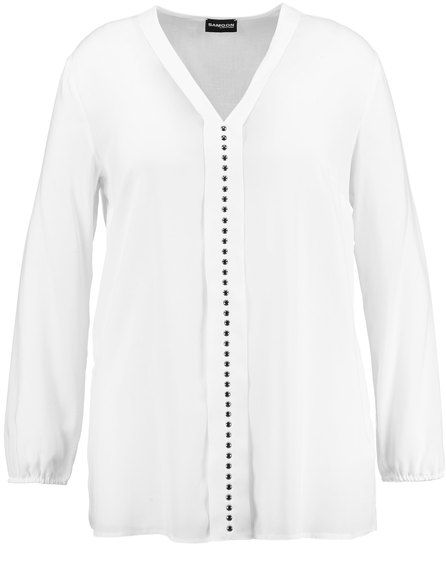 Nobel en casual! De zacht vloeiende blouse met vrouwelijke V-hals, decoratieve voorzijde en stenen met een hoge stijl factor. Door lengte draagt het p... Bekijk op http://www.grotematenwebshop.nl/product/mooie-blouse-3/