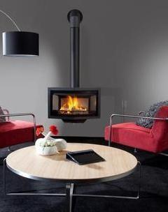 Wanders black diamond compact hanghaard.  Een haard brengt sfeer in huis. Warmte en gezelligheid. Diezelfde ambiance biedt 't Stokertje u al voordat uw nieuwe kachel thuis staat te snorren. Want van uw zoektocht naar een fijne haard maken we graag een belevenis op zich. 't Stokertje heeft vestigingen op bijzondere locaties in Nederland.  #wanders #black #diamond #compact #hout #kachel #haard #hanghaard #houtkachel #houthaard #sfeer #warmte #stokertje