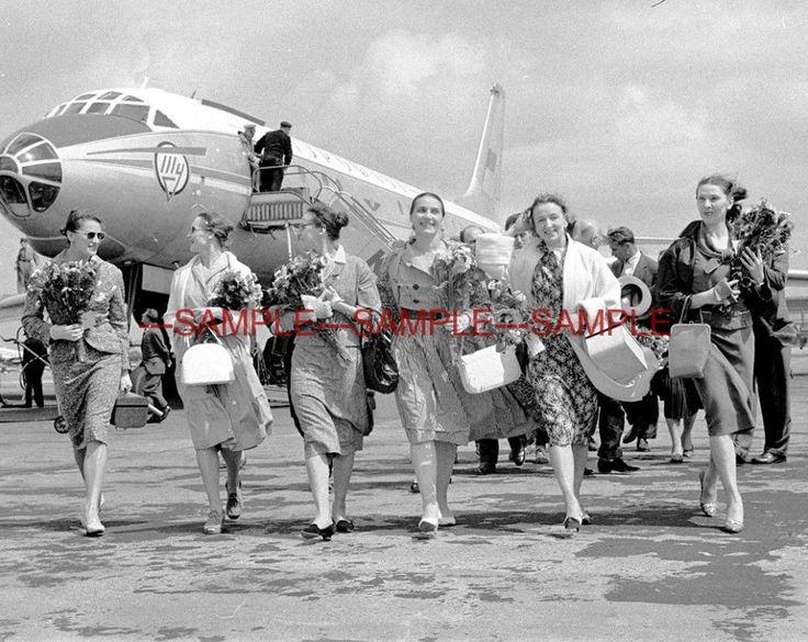 1960 BOLSHOI BALLET SOLOISTS Arrive in Amsterdam PHOTO