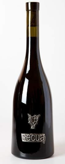 SECUA CABERNET SYRAH BODEGA LA ESTACADA Es hoy por hoy el vino estrella de la bodega. Ensamblaje de Cabernet y syrah, provenientes de parcelas pequeñas, situadas a una altitud de 850 metros , y con alta densidad de plantación. Tras su larga maceración (cerca de 30 días) en depósitos de acero inoxidable a temperatura controlada, se descubo en barrica nueva de roble francés donde hizo la fermentación maloláctica y en la que permaneció 10 meses. Precio: 19,90€ www.vinosdecuenca.es
