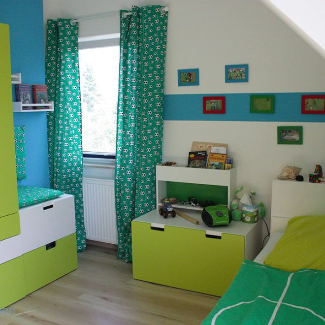 Selbstgenähten Vorhänge mit Fußbällen fürs Kinderzimmer