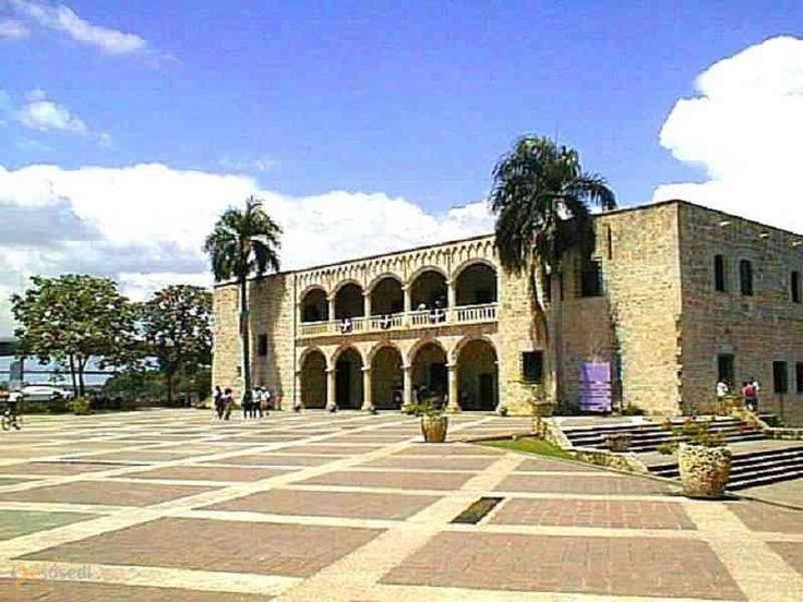 Алькасар де дон Диего Колон – #Доминиканская_республика #Санто_Доминго (#DO) Дворец был построен на высоком берегу реки Осама в промежутке между 1510 и 1514 годами. Семья Диего Колумба – он сам, его супруга Мария Толедская и их потомки – проживали здесь вплоть до 1577 года.  ↳ http://ru.esosedi.org/DO/places/1000466910/alkasar_de_don_diego_kolon/