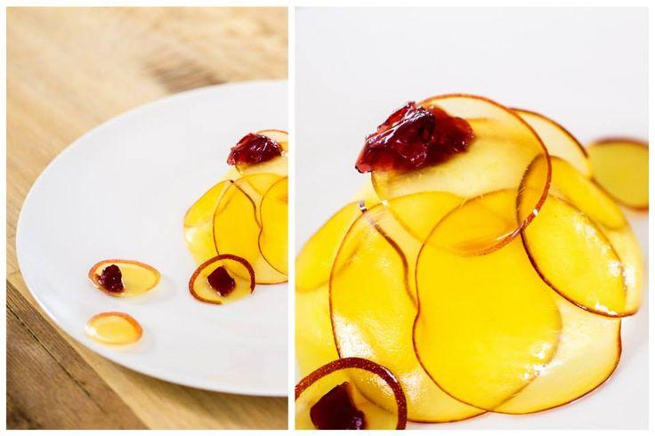 Crema al mascarpone e vaniglia, pesche e vino di visciole. #mascarpone #nostranopesaro #cartanostrano