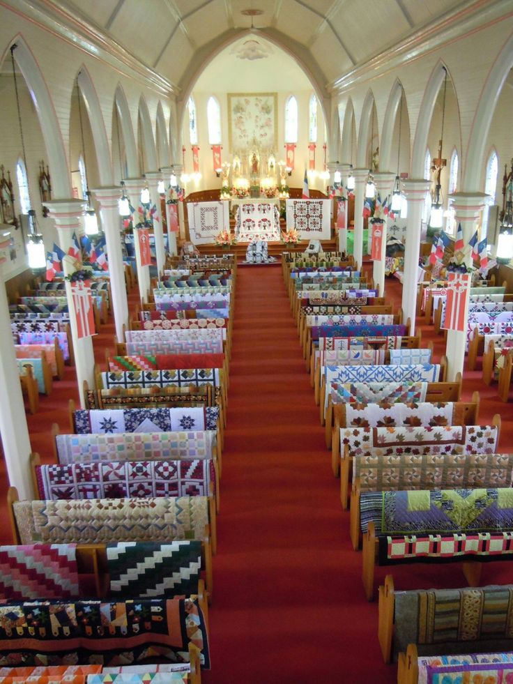I ❤ quilts . . . Heading down to the beautiful French shore region of Nova Scotia. The Guilde Acadienne de Clare is hosting their annual quilt show and sale at the Saulnierville Parish Church and it is definitely an event worth attending.