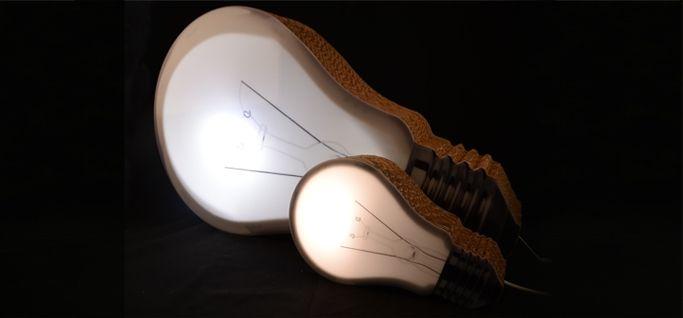 Lampada in cartone Bombilla: un'idea originale ottima anche come regalo.