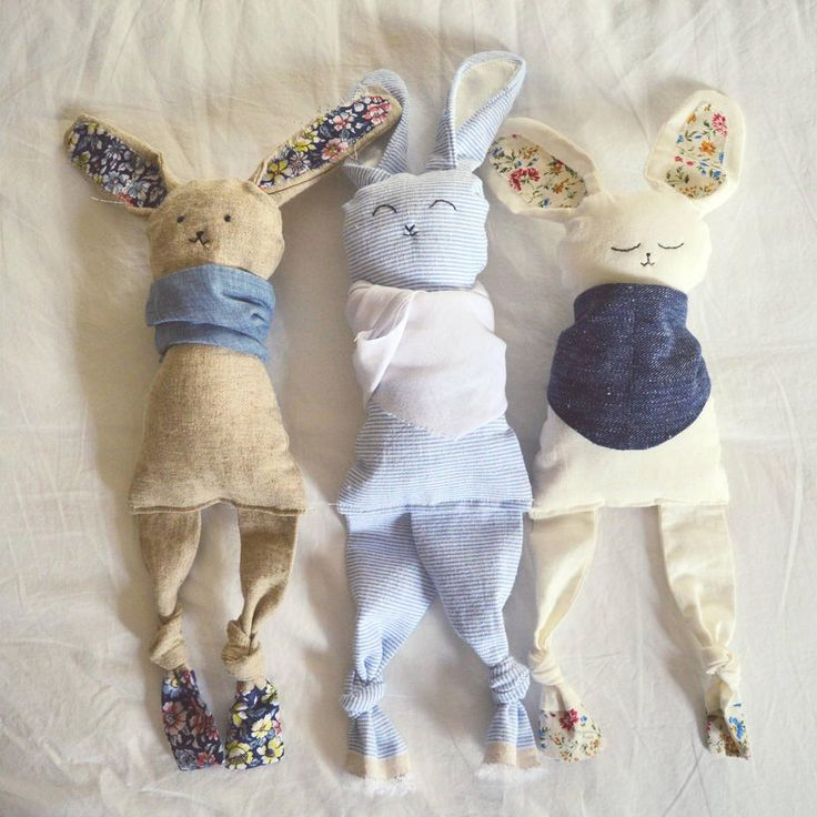 Sew little handmade bunnies for your little bunny!  Free step by step tutorial and layout.