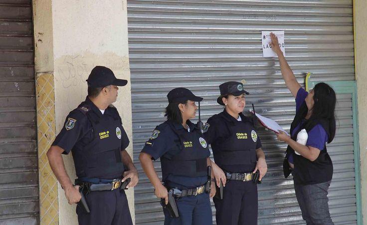 22/11/2012 SPNOTICIAS | Fiscais da Prefeitura lacra estabelecimentos comerciais irregulares em Osasco