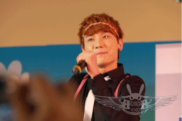 GIF - Seung Jun heart sign
