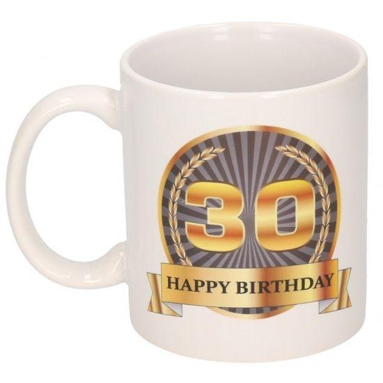 Happy Birthday mok/beker, 30 jaar. Deze 30de verjaardag mok heeft een inhoud van c.a. 300 ml. De beker is magnetron en vaatwasmachine bestendig. Materiaal: keramiek. Hoogte: 9,5 cm. Doorsnede: 8,2 cm.