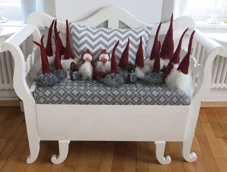 die wunderschönen von Hand gemachten Tomte von Åsas Tomtebod, aus echtem Gotland-Schaffell und Filz