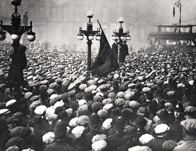 Crowds in George Square on Bloody Friday, 31 January 1919. Glasgow's engineering unions called for a general strike starting on 27 January in support of the demand for a 40-hour working week. Up to 40,000 men came out that day, and 70,000 on the following day.The police alleged that demonstrators blocked the routes of trams travelling past George Square, and they charged with drawn batons to clear surrounding streets.