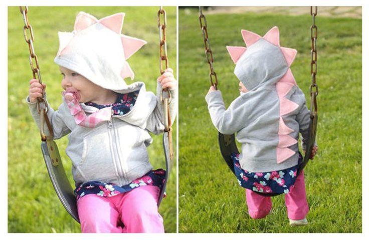 Τις κρύες μέρες του χειμώνα μεταμορφωνόμαστε σε δεινοσαυράκια! http://babyglitter.gr/3852-foyter-deinosayros-gkri-roz.html