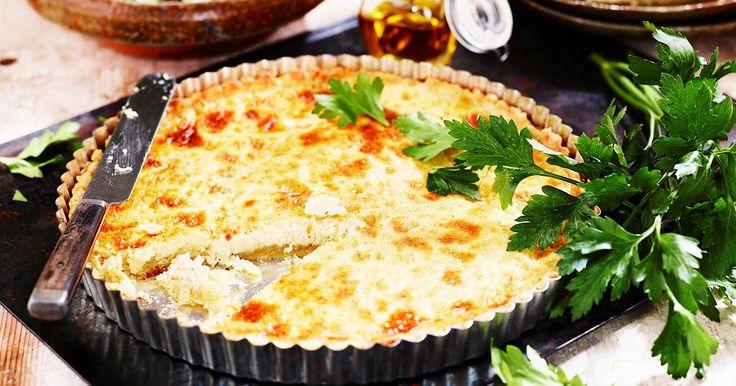 Västerbottenspaj, ett klassiskt recept som passar när man vill duka upp till jul, påsk, midsommar eller som tillbehör till kräftorna. Pajen passar också att njuta som den är med en god sallad.