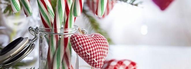 Jak zrobić dekoracje świąteczne? Zabawki na choinkę, naturalne bombki i artystyczny stroik na stół?