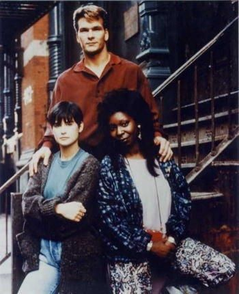 『ゴースト・ニューヨークの幻』では主人公の望みを叶えるために奔走した霊媒師を演じた女優ウーピー・ゴールドバーグ