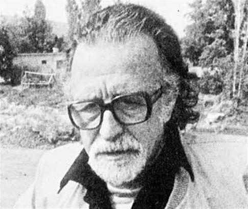 Ο Mανόλης Aνδρόνικος του Λεωνίδα ήταν Έλληνας αρχαιολόγος. Γεννήθηκε στην Προύσα στις 23 Οκτωβρίου 1919. Η κορυφαία στιγμή της καριέρας του θεωρείται η 8η Νοεμβρίου 1977, όταν στην Βεργίνα έφερε στο φώς ένα από τα σημαντικότερα αρχαιολογικά μνημεία, τον βασιλικό τάφο του Φιλίππου του Β' βασιλιά της Μακεδονίας.
