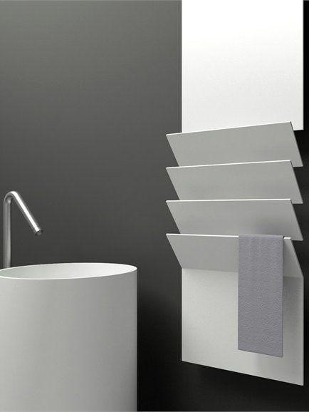 Nowoczesne grzejniki łazienkowe - przykład aluminiowy grzejnik do suszenia ręczników Flaps firmy Antrax It, projekt Victor Vasilev