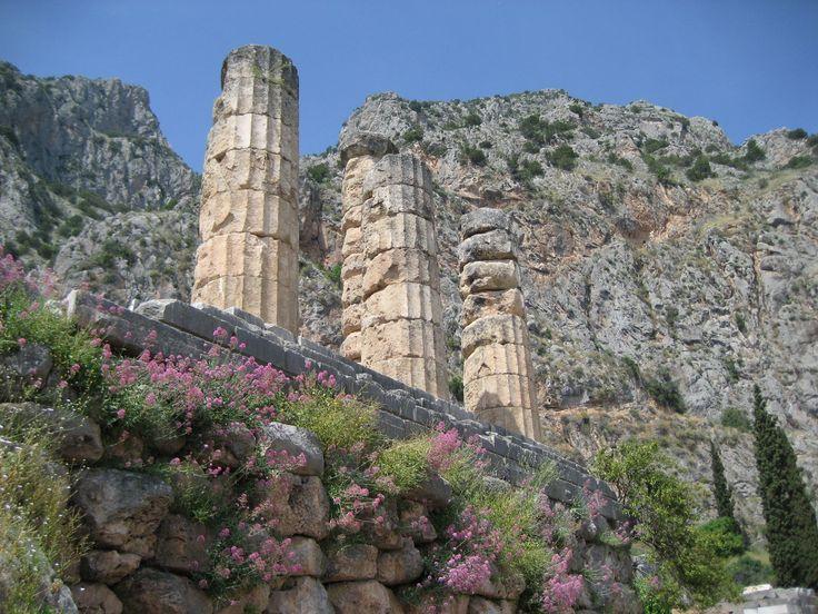 Пролистывая книгу с древнегреческими мифами, наверно каждый мечтал оказаться на легендарном Олимпе. Ведь по легенде гора Олимп стала обителем древнегреческих богов. Но это все легенды. Знаменитая гора конечно существует и проверить живут ли на ней боги - вы можете лично, отправившись туда в экспедицию.#Spectrum #Спектрум #путешествие #Греция #туризм #crimea #travel #photooftheday #travel #traveling #holiday #vacation #travelling #tourist