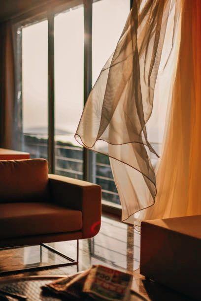 7 règles incontournables à connaître pour les rideaux et les stores suspendus