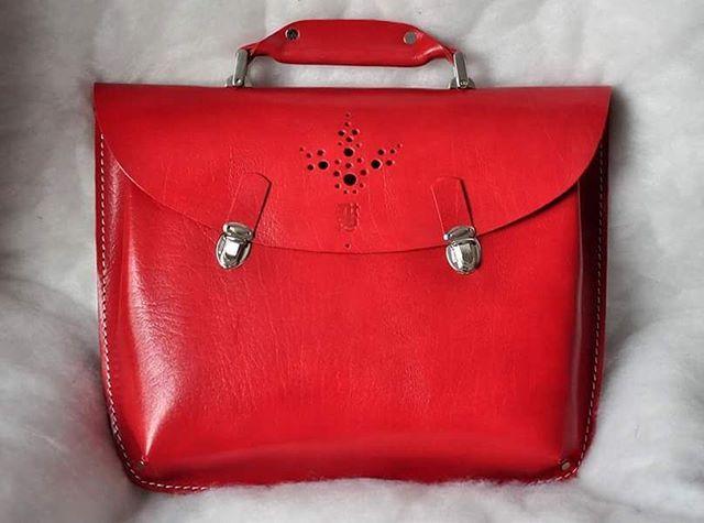 Красный портфель Продажен. 8.000 Размер - 37 х 29 х 7 #кожаный_портфель #кожаный_портфель #необычные_сумки #авторские_сумки #сумки_ручной_работы #handmade_bags #leather_bags #burtsevbags #briefcase #woman_leather_bags #man_leather_bags