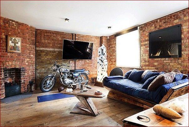 Кирпичные стены в гостиной
