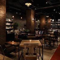ジャズクラブ「ブルーノート東京」を運営するブルーノート・ジャパンは10月10日、レストラン「ブルーブックスカフェ自由が丘(BLUE BOOKS cafe JIYUGAOKA)」をオープンした。コンセプトは「大人の食堂」。オムライスやナポリ...