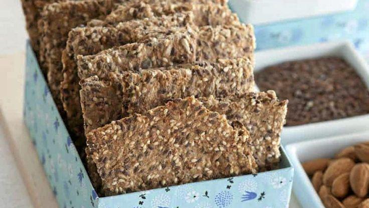 Det går helt fint å bake knekkebrød uten hvetemel og andre raske karbohydrater.