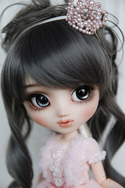 Beautiful Pullip doll. This actually looks a lot like me. The only difference is the eyes