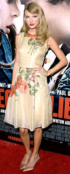 Taylor Swift wore a floral Reem Acra dress, Christian Louboutin heels, Neil Lane jewelry, and a Jimmy Choo clutch at the Romeo and Juliet Premiere.