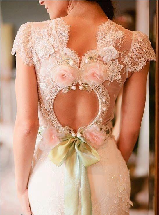 vestido de noiva com rosas: 20 detalhes inspiradores | Casar é um barato