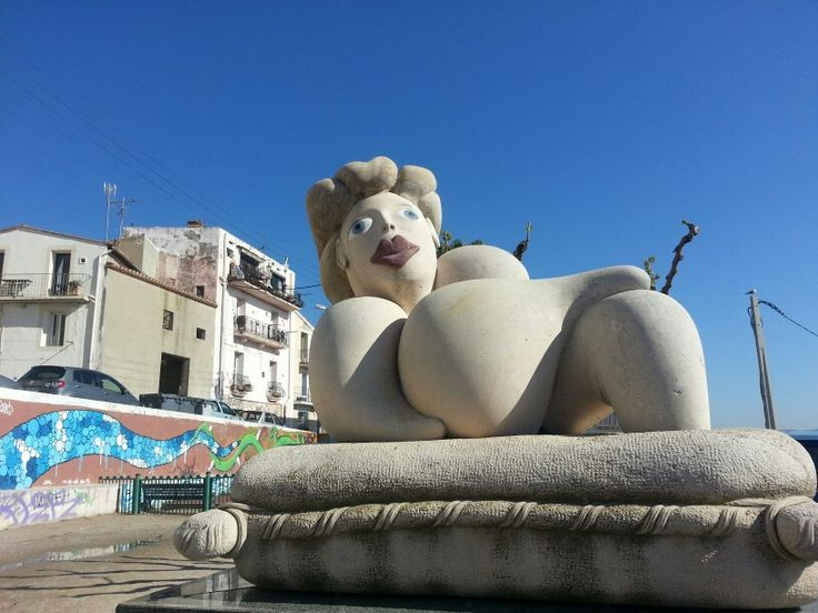 Quartier haut Sète place de l hospitalet sculpture Richard di Rosa, la Madone