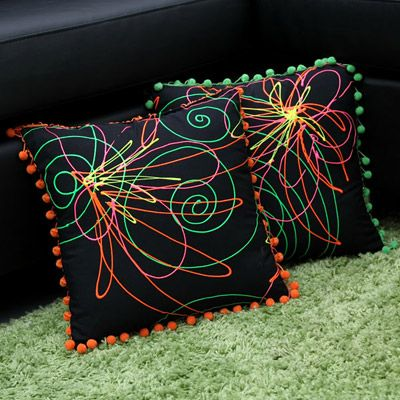 DIY-Bold Blossoms Throw Pillows