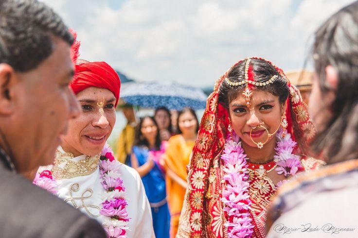 Indian wedding, bride, groom, nose ring, bindi married, hare krishna, colombia, couple, portrait, photography, flowers, bouquet, mariée, bouquet, fleurs, white, inspiration, mariage, wedding, photographer, Montreal