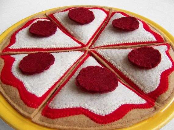 more felt food! such a cute idea for the little ones. now all we need to do is build a play kitchen :)