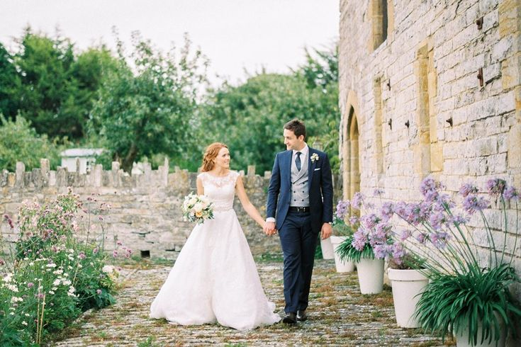 Ashleigh And Ben S Pretty Almonry Barn Wedding Bloved Blog Barn Wedding Castle Wedding Countryside Wedding