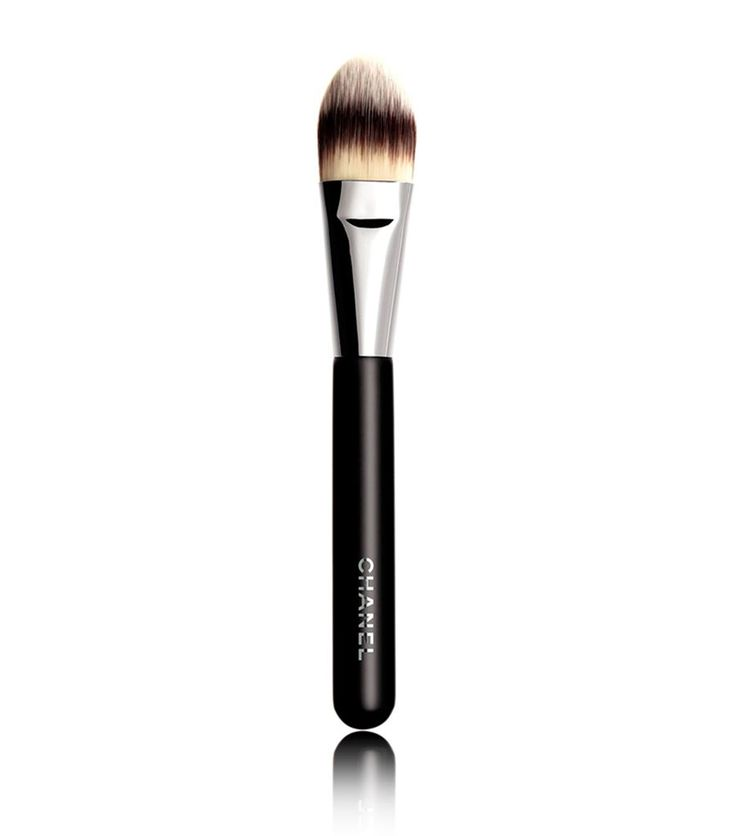 Chanel – Chanel PINCEAU FOND DE TEINT No6 Foundation Brush at Harrods