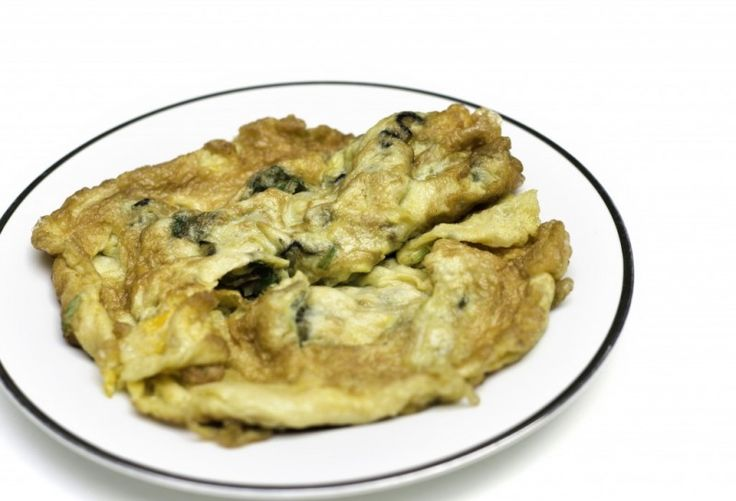 Fyldt thai omelet #champignons #fiskesovs #forårsløg
