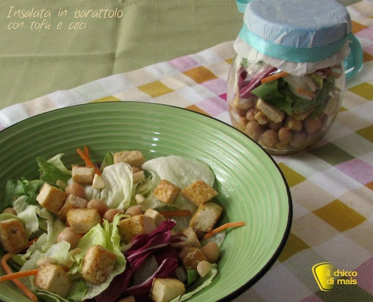 INSALATA IN BARATTOLO CON TOFU E CECI #insalata #salad #tofu #saladinajar #vegan #veganstyle #healthy #helathyfood #ricetta #recipe #ilchiccodimais http://blog.giallozafferano.it/ilchiccodimais/insalata-in-barattolo-con-tofu-e-ceci-ricetta-vegan/