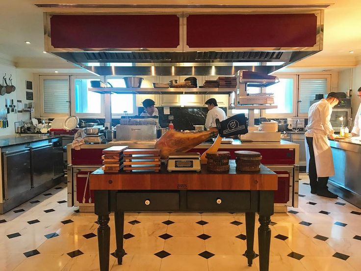 Explore a new experience at the L'APPART Sofitel Bangkok Sukhumvit. Seated at the Chef's table where guests can see the chefs at work. #thebigchilli #lifestylemagazine #expatmagazineinthailand #sofitelbangkoksukhumvit #liveon32 #lappart #thebigchilli #bangkokandbeyond #expatmagazine #thailand